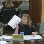 Carmen Arbesú aclara la moción de Anadel